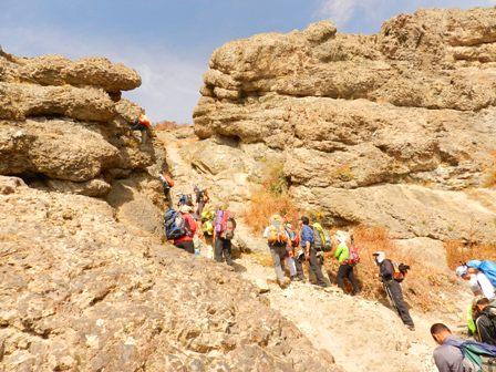 دست به سنگهای بعد از آبشار سنگان